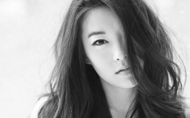 Zpěvačka, modelka, herečka, to vše je Arden Cho.
