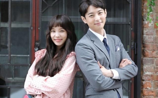 Kórejskí herci Yoon So Hee a Hyun Woo v dráme Witch′s Love