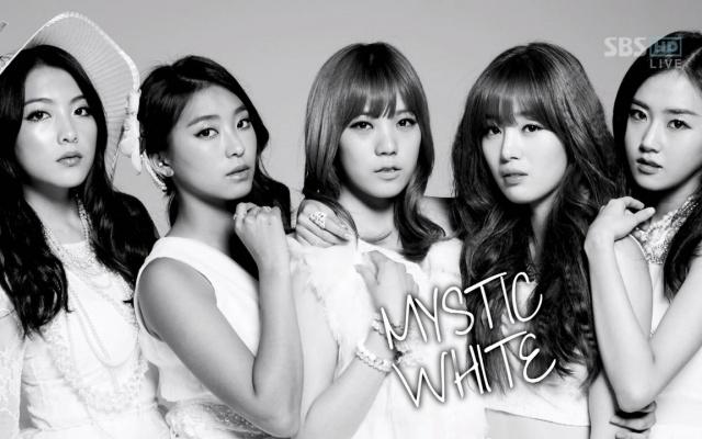 Mystic White, zleva Jiyoung, Bora, Lizzy, Sun Hwa, Gayoon